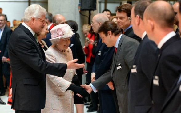 Queen visits Lloyd's